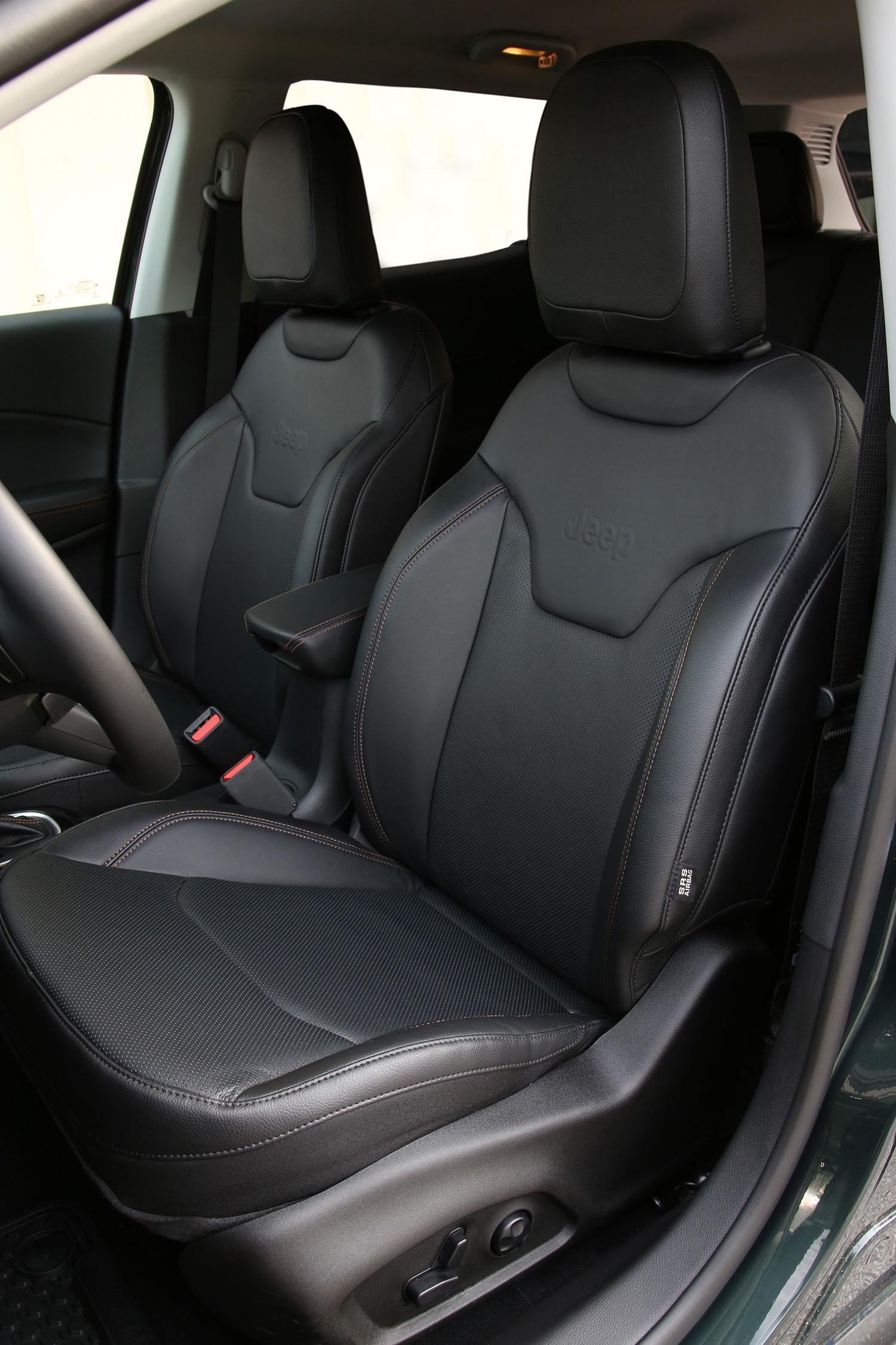 jeep compass 2020 zwarte voorstoelen