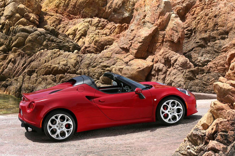 Alfa Romeo 4C Spider zijkant