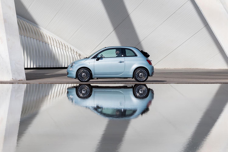 fiat 500 hybrid blauw zijkant