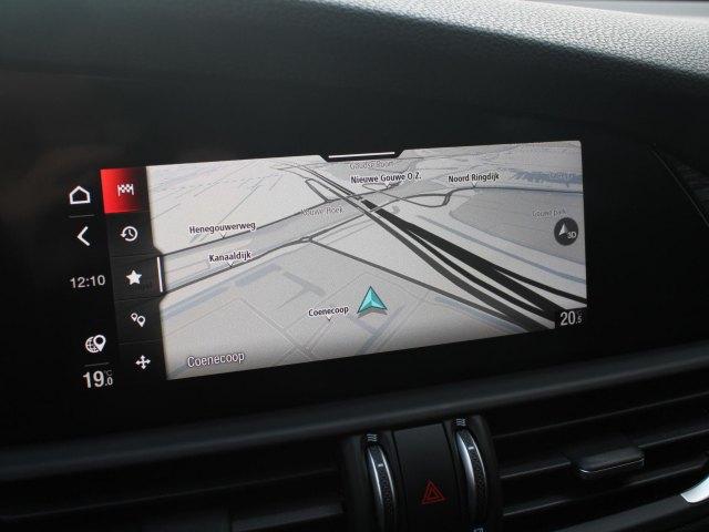 Alfa Romeo Giulia 2.0 Turbo Aut. 200pk Super Leder Driver Ass. Apple Carplay Priv glass